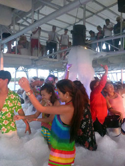 Bubble Party on Happy Boat